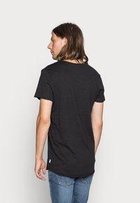 Jack & Jones - JJEBAS TEE - T-shirt - bas - black - 2