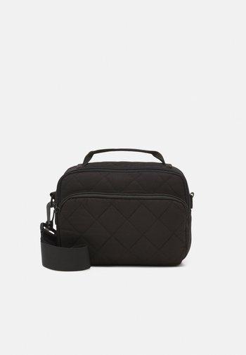PCFALULA CROSS BODY - Handbag - black