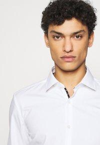 HUGO - KOEY - Formal shirt - open white - 4