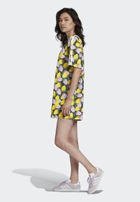 adidas Originals - BELLISTA TEE DRESS - Vestido informal - yellow - 1