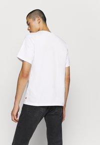 Levi's® - TEE - Print T-shirt - white - 2
