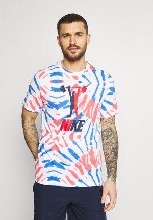 DRY TEE FESTIVAL - Camiseta estampada - white