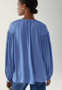 Massimo Dutti - MIT RAFFUNGEN - Blouse - light blue - 1