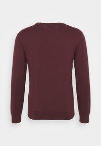 GANT - CREW - Stickad tröja - port red - 7