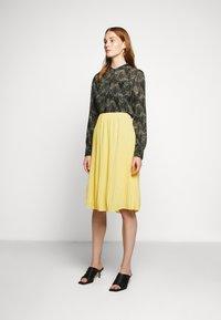 Bruuns Bazaar - CECILIE SKIRT - Áčková sukně - sunshine - 1