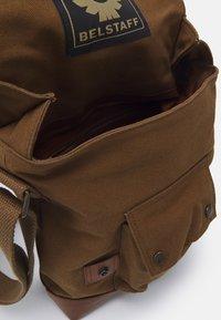 Belstaff - MALCOLM - Across body bag - beige - 2