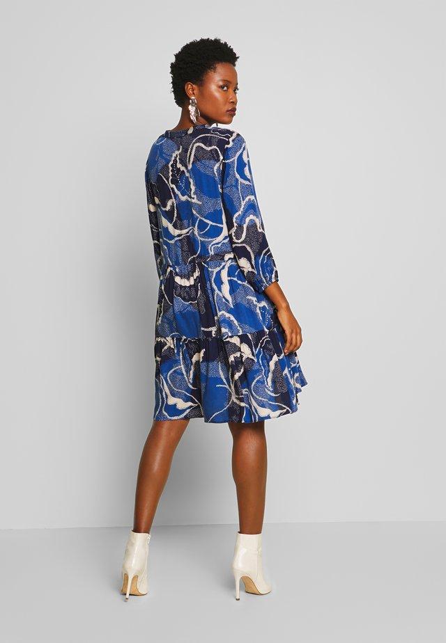 SHANIA LEAF DRESS - Vapaa-ajan mekko - blue iris