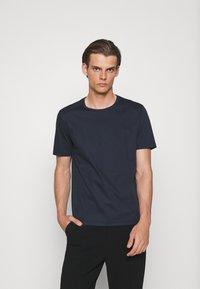 Tiger of Sweden - OLAF - Basic T-shirt - light ink - 0