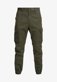 RECRUIT FLIGHT GRIP - Pantalones cargo - four leaf clover