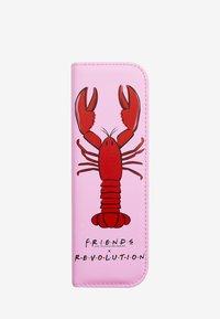 Make up Revolution - REVOLUTION X FRIENDS LOBSTER BRUSH SET - Eyeshadow brush - red & pink - 2