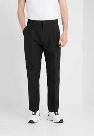 SINGLE PLEAT PANT - Bukse - black