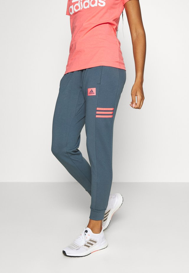 Tracksuit bottoms - blue/light pink