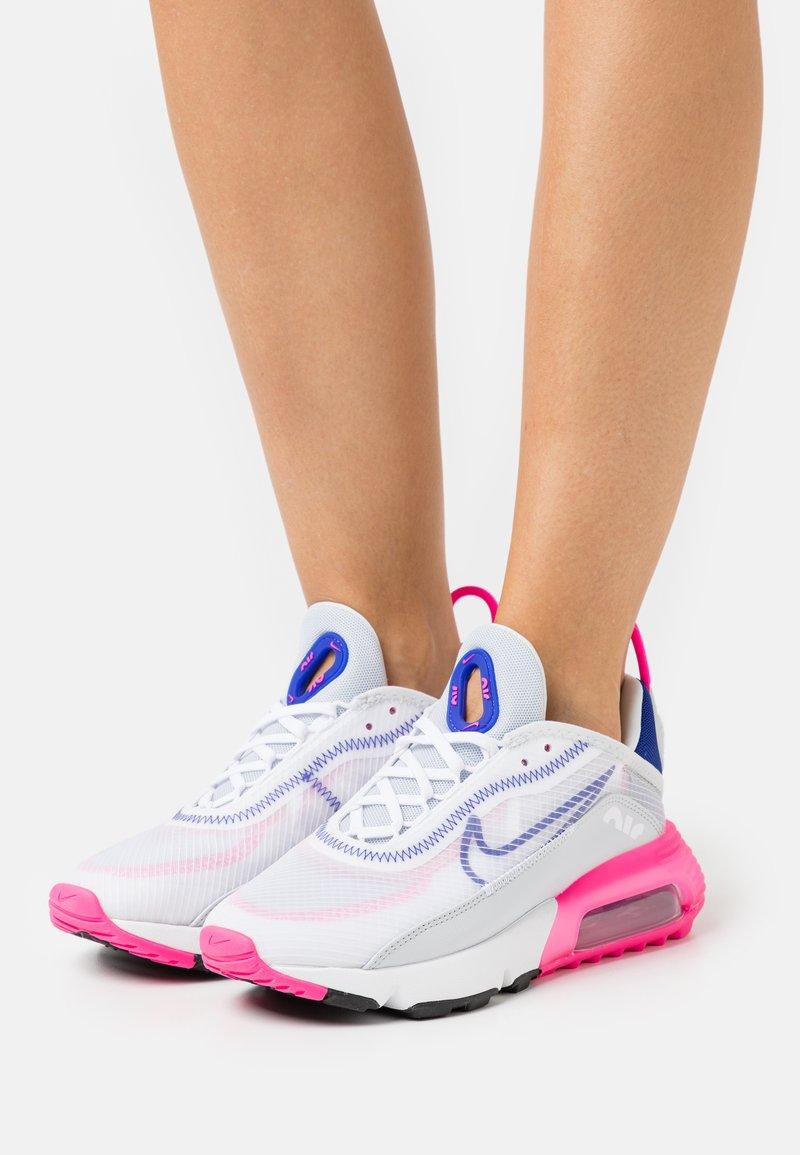 Nike Sportswear - AIR MAX 2090 - Matalavartiset tennarit - white/concord/pink blast/pure platinum/black
