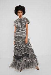 Needle & Thread - WILD ROSE RUFFLE GOWN - Společenské šaty - graphite/champagne - 0