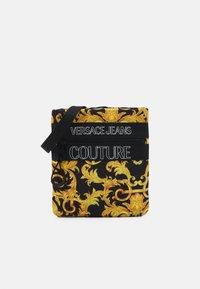 Versace Jeans Couture - UNISEX - Taška spříčným popruhem - black/gold - 1