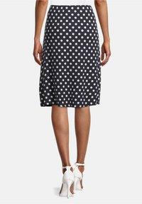 Betty Barclay - MIT PUNKTEN - A-line skirt - dunkelblau/weiß - 2