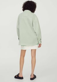 PULL&BEAR - Lehká bunda - mottled light green - 2