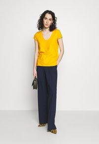 DRYKORN - AVIVI - T-shirt basic - yellow - 1