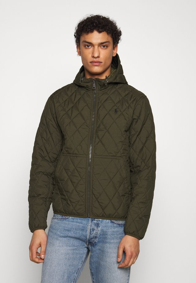 QUILTED HENSON HOODIE - Jas - company olive