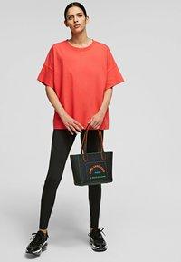 KARL LAGERFELD - RELAXED FIT  - T-Shirt basic - tangerine - 1