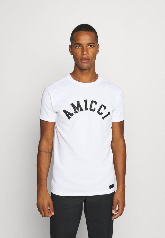 SORA  - T-shirt med print - white