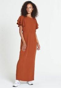 Jascha Stockholm - JUSTISE LUX - Maxi dress - brown - 1