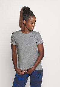 Champion - ESSENTIAL CREWNECK LEGACY - T-shirts - grey heathered - 0