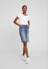 edc by Esprit - CORE - T-shirt z nadrukiem - off white - 1