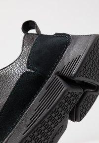 Clarks - TRI SOLAR - Sneakers basse - black - 5
