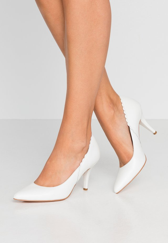 LEATHER PUMPS - Classic heels - white