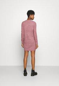 Vero Moda - VMDOFFY O-NECK DRESS - Pletené šaty - cabernet/black melange - 2