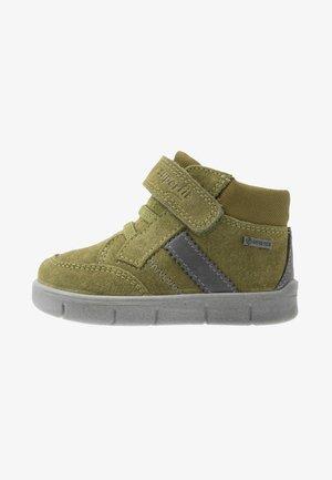ULLI - Classic ankle boots - hellgrün/hellgrau