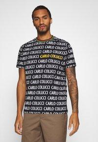 Carlo Colucci - Print T-shirt - black - 0