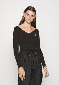 Puma - CLASSICS LONGSLEEVE CROPPED - Long sleeved top - black - 0