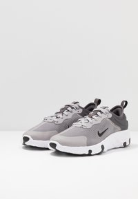 Nike Sportswear - RENEW LUCENT - Sneakers basse - atmosphere grey/black/thunder grey/white - 3