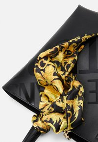 Versace Jeans Couture - THELMA BAG SET - Shopping bag - nero - 6