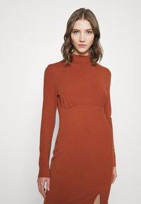 Glamorous - LONG SLEEVE DRESS - Shift dress - rust - 3