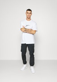 Good For Nothing - OVERSIZED SCRIPT - T-shirt print - white - 1