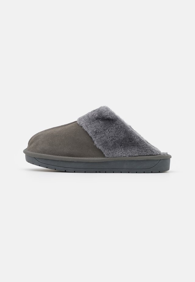 WIDE FIT AUBREE - Chaussons - grey
