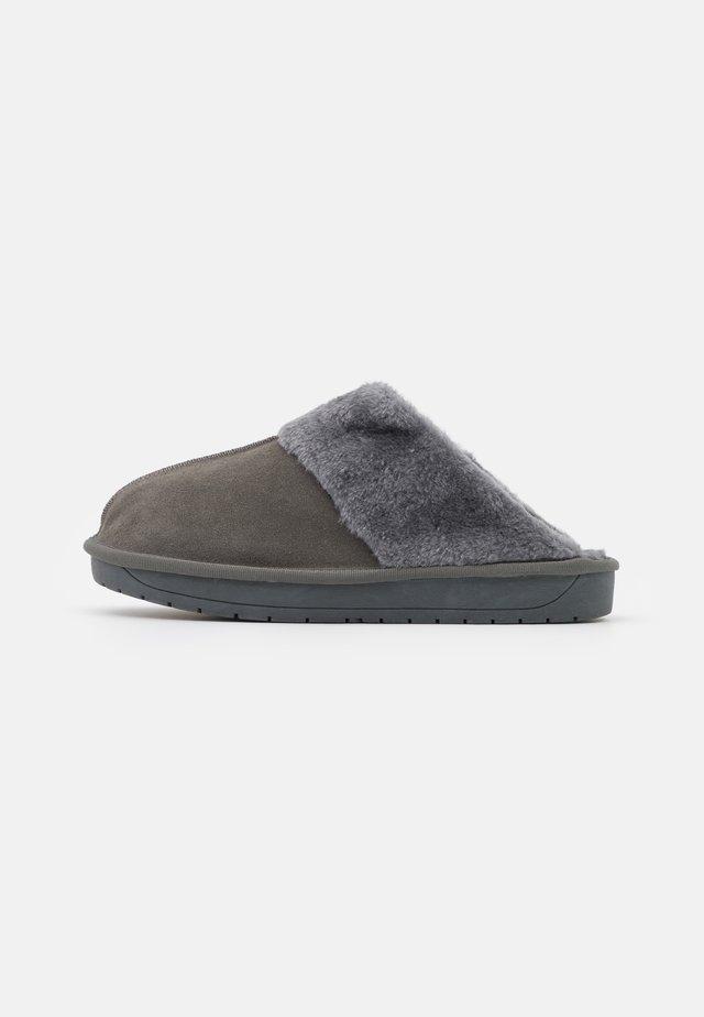 WIDE FIT AUBREE - Pantoffels - grey