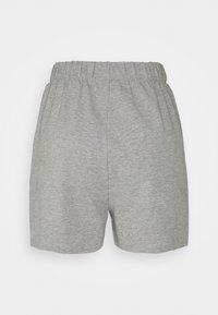 Noisy May Petite - NMMALOU CROPPED SET - Teplákové kalhoty - light grey melange - 4