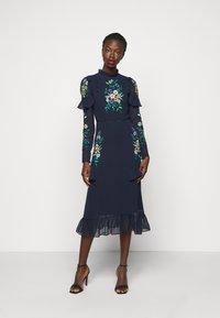 Hope & Ivy Tall - AILWYNN - Sukienka koktajlowa - dark blue - 0