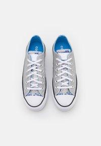 Converse - CHUCK TAYLOR ALL STAR PLATFORM GLITTER - Sneakers basse - silver/university blue/white - 5