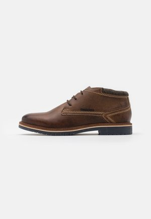 CAJ - Sznurowane obuwie sportowe - cognac