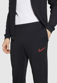 Nike Performance - ACADEMY SUIT - Dres - black/siren red - 7