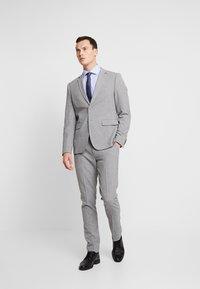 Seidensticker - SLIM FIT SPREAD KENT - Camisa elegante - blue - 1