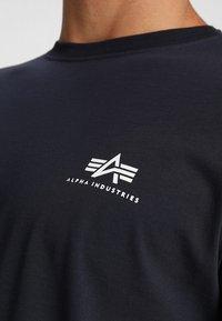 Alpha Industries - Print T-shirt - rep blue - 4