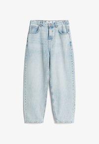 MIT WEITEM BEIN IM  - Jeans Straight Leg - blue denim