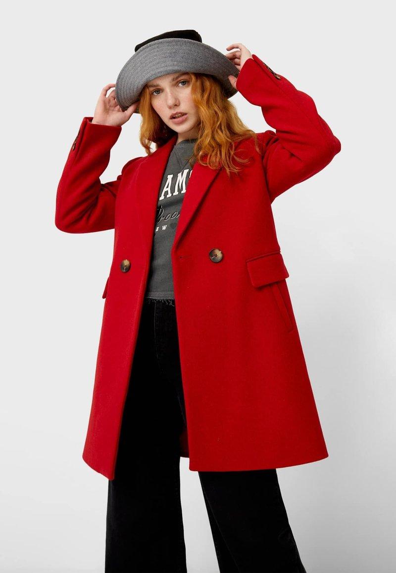 Stradivarius - Zimní kabát - red