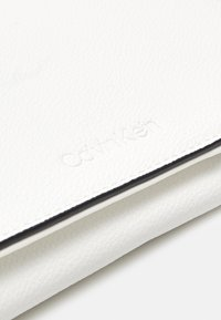 Calvin Klein - Across body bag - white - 4